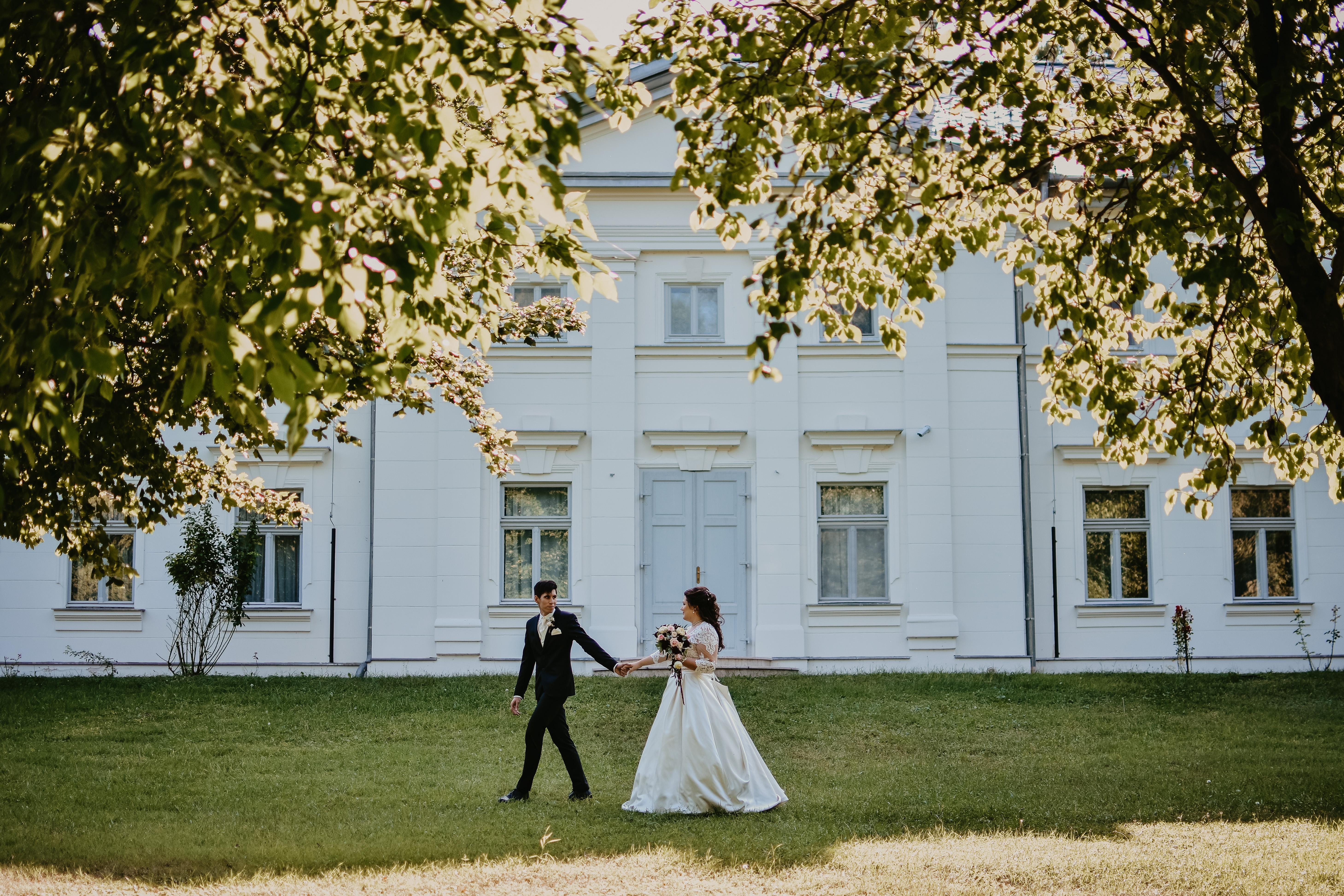 keres nőt esküvői paris)