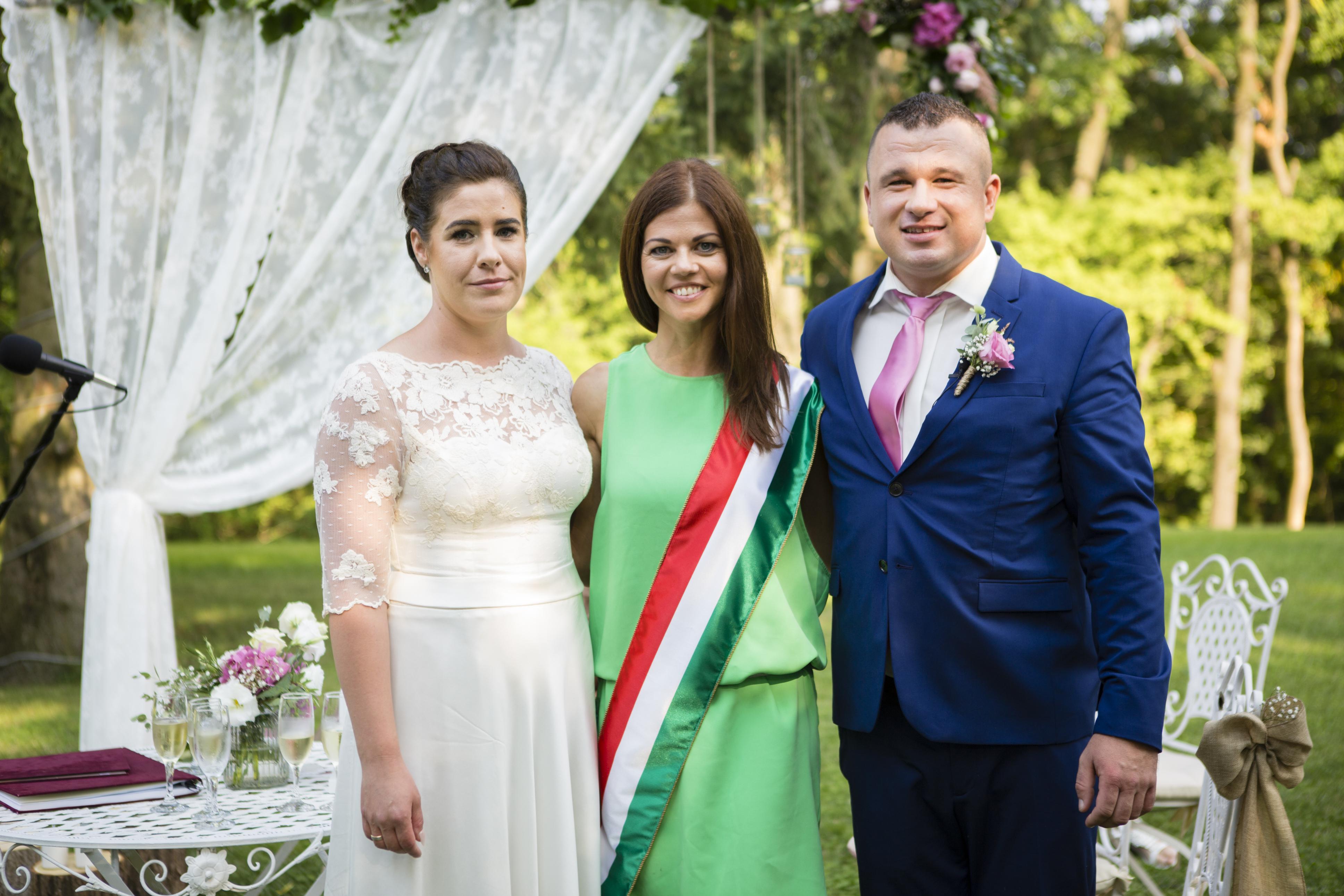 d9abc1242d Esküvői szertartásvezető Kratancsik Tünde alomszertartas.hu ...